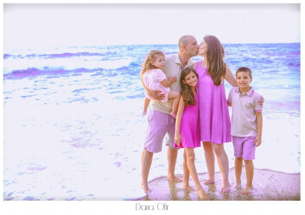 צילומי משפחה בים, משפחה מצטלמת באוגוסט בים - דנה אופיר