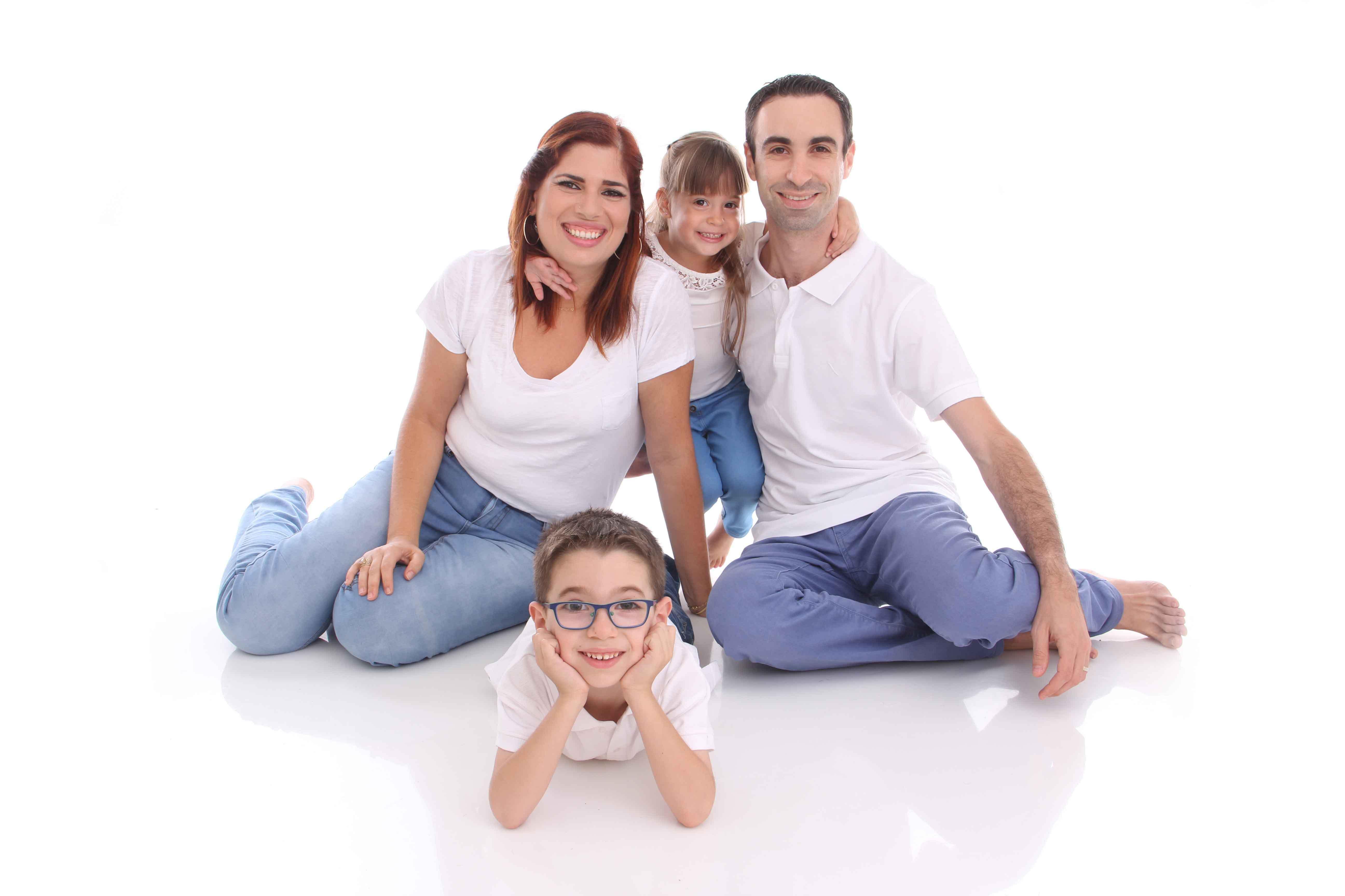 יום המשפחה - צילומי משפחה בסטודיו לצילום